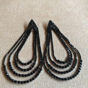 Jewelry - 🎉NEW LISTING! Dazzling Damoiselle Earrings